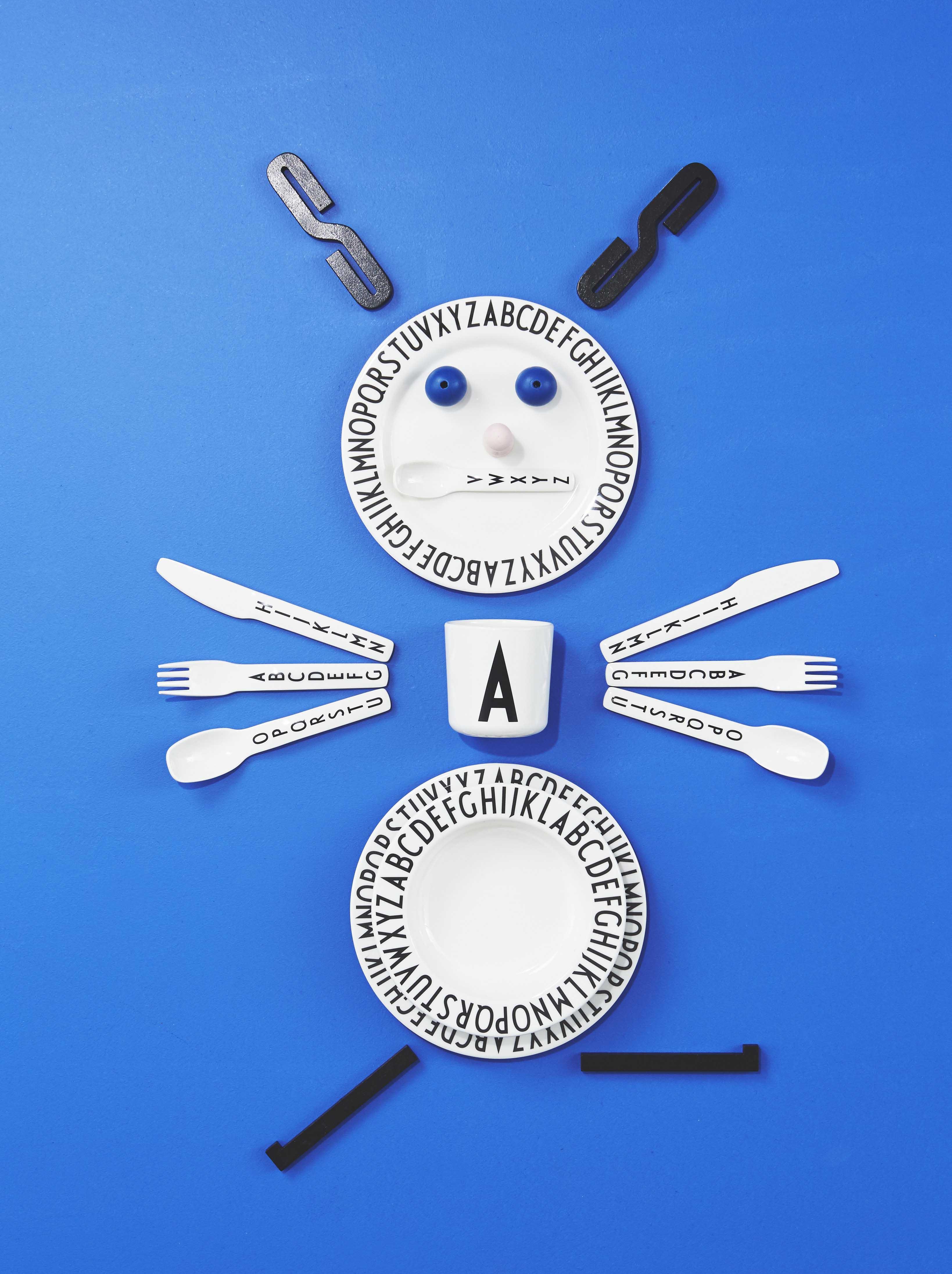 Melamine, Geschirr, Kindergeschirr, Löffel, Gabel, Teller, Becher, Messer, Buchstaben, Dänisch, Dänemarken,
