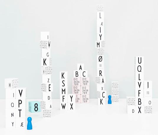 Melamine, Geschirr, Kindergeschirr, Löffel, Gabel, Teller, Becher, Messer, Buchstaben, Dänisch, Dänemarken, Design Letters